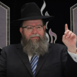 Rabbi Ginsberg in the pulpit